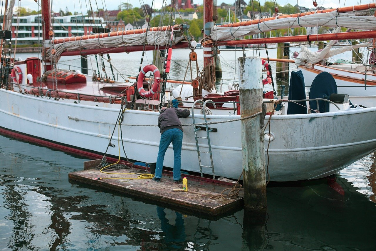 Wash down and re-antifoul Our competitive rates allow us to take the dirty work out of maintaining your boat.